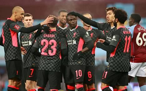Pelaajat eivät enää saa juhlia maaleja näin lähekkäin. Kuvassa Liverpoolin pelaajat ottelussa Aston Villaa vastaan 8. tammikuuta.