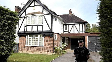 Al-Hillien koti Surreyn Claygatessa oli poliisivartionnissa torstaina 6. syyskuuta.