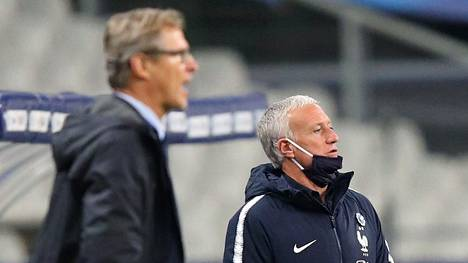 Didier Deschamps (oik.) jäi ryhmineen Markku Kanervan Huuhkajien jyräämäksi St. Denisin stadionilla.
