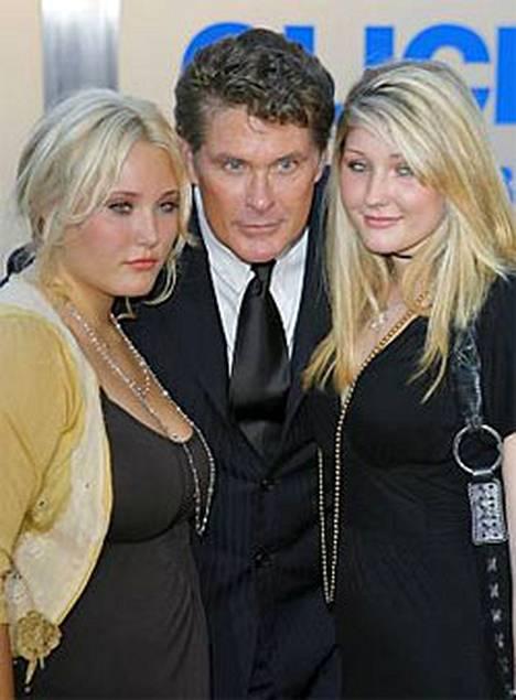David Hasselhoffin tyttäret Taylor Ann ja Hayley Amber kuvasivat humalassa olevasta isästään videon.