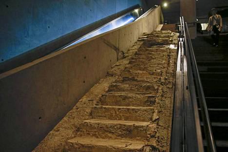 Survivors Stairs eli portaat, jotka johdattivat monet turvaan enen romahdusta.