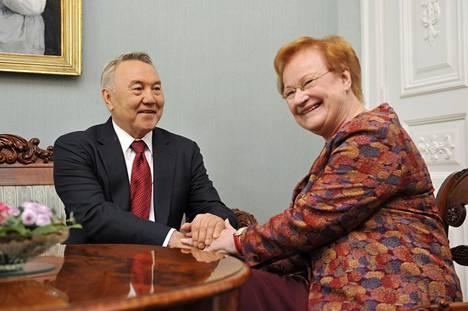 Kazakstanin presidentti Nursultan Nazarbajev vieraili Helsingissä maaliskuussa 2009 ja tapasi Suomen presidentin Tarja Halosen.