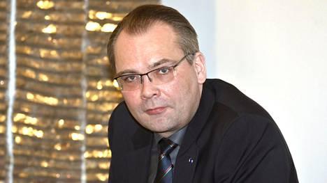 Professori Lavapuro kehottaa puolustusministeri Niinistöä esittämään parempia argumentteja solvauksien sijaan