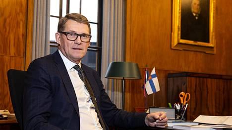 Matti Vanhanen päätyi pääministeriksi hallituskriisin keskellä 2003.