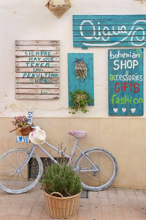 Moni saaren pikkukauppa ja ravintola pysyy hengissä vain kesävieraiden avulla.
