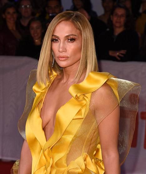Jennifer Lopez on kertonut haastatteluissa noudattavansa tiukkaa ruokavaliota ja treeniohjelmaa. –Jennifer on geneettisesti siunattu. Hän on fyysisesti lahjakas ja hänellä on valtavasti energiaa, tähden personal trainer David Kirsch hehkutti Lopezia People-lehdelle vuonna 2017.