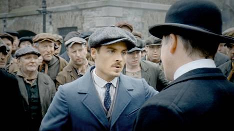 Insinööri Mark Muir (Kevin Zegers) osallistuu Titanicin rakentamiseen. Esillä ovat myös työläisten oikeudet. Titanic – verta ja terästä TV1:llä perjantaisin.