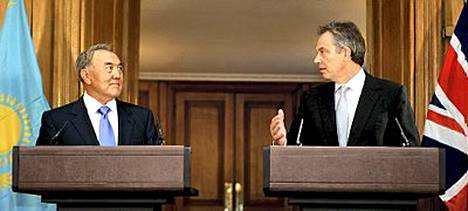 Nursultan Nazarbajev (vas.) ei ota turhan vakavasti Borat-leffaa, vakuutti Kazakstanin presidentti pääministeri Tony Blairille.