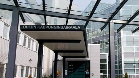 Koronaviruksen tartuntarypäs koettelee Oulun kaupunginsairaalan saattohoidon ja parantumattomasti sairaiden osastojen potilaita.