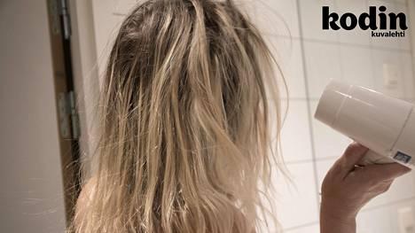 Kampaaja kertoo, mitä asioita hiustenhoidossa on syytä välttää.