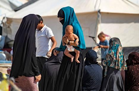 Aiemmin on kerrottu, että al-Holin leirillä syntyy noin 50 lasta kuukaudessa.