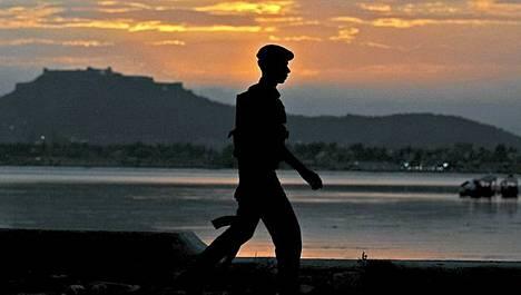 Intian ja Pakistanin rajalla sotilaat ovat jatkuvassa valmiustilassa.