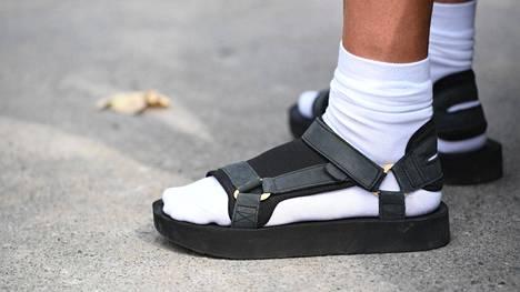 Käytätkö sukkia sandaalien kanssa?