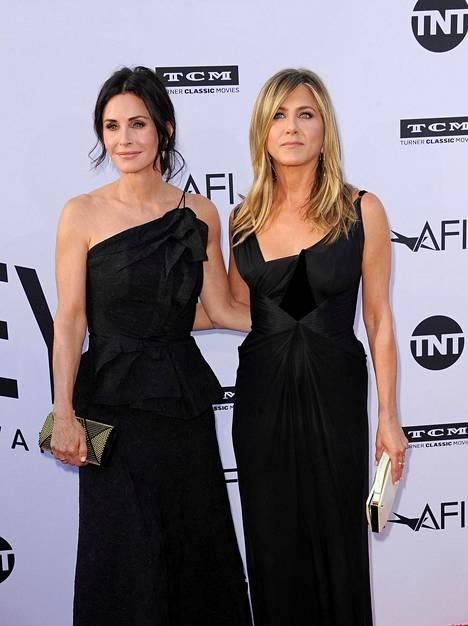 Courteney Cox ja Jennifer Aniston ovat pysyneet hyvinä ystävinä Frendit-sarjan jälkeen.