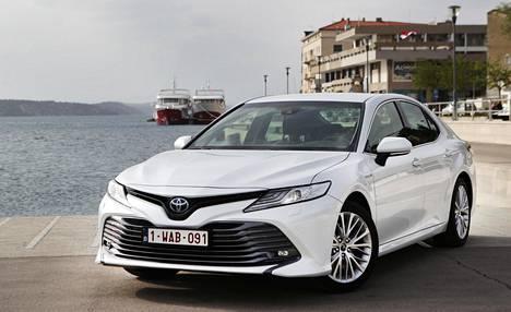 Keulan ilme on tunnistettavissa heti Toyotaksi, joskin konepellissä on tavanomaista enemmän pokkauksia.