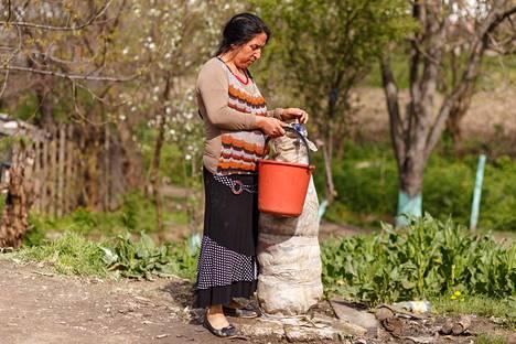 Taloihin ei tule juoksevaa vettä, vaan vesi noudetaan yhteisistä vesipisteistä.
