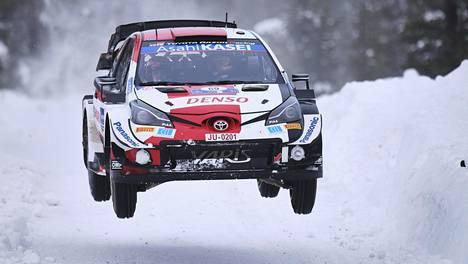 Kalle Rovanperä lennätti Toyotaansa Lapin lumilla viikonloppuna.