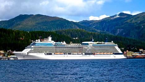 Celebrity Solstice -aluksella on henkilökuntaa 1 300 ihmisen verran.