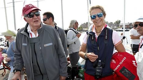 Espanjan entinen kuningas Juan Carlos ja hänen tyttärensä prinsessa Elena nauttivat Suomen kesäsäästä.