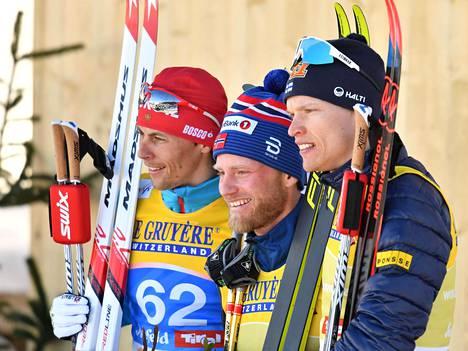 Norjan Martin Johnsrud Sundby juhli keskiviikkona uransa ensimmäistä henkilökohtaista arvokisakultaa. Sundby voitti miesten 15 kilometrin kilpailun. Venäjän Aleksandr Bessmertnyh oli toinen ja Suomen Iivo Niskanen kolmas.