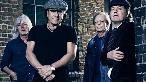 Cliff Williams (vas.), Brian Johnson, Malcolm Young ja Angus Young muodostivat pitkään AC/DC:n rungon.