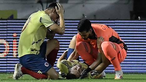 Santiago Arias loukkasi nilkkansa pahasti MM-karsintaottelussa.