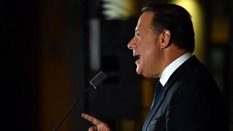 Presidentti Juan Carlos Varela puhui 6. huhtikuuta Panamassa.