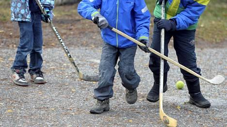 Koronaviruspandemialle oli tutkimuksen mukaan huomattava vaikutus lasten liikunta-aktiivisuuteen.