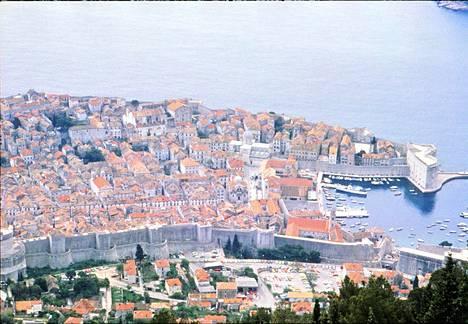 Dubrovnik on päättänyt rajoittaa kaupunkiin saapuvien risteilyalusten määrää.