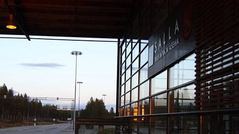 Tietoa afrikkalaisen sikaruton tautiriskistä on jaettu muun muassa itärajan rajanylityspaikoilla Suomeen saapuville matkustajille.