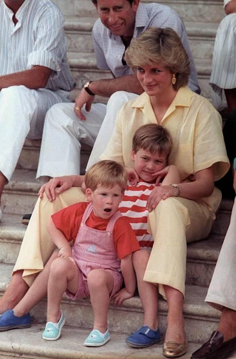 Prinssi Charles kertoo lämpimien tunteiden Dianaa kohtaan heränneen prinssien Williamin ja Harryn syntymän jälkeen.