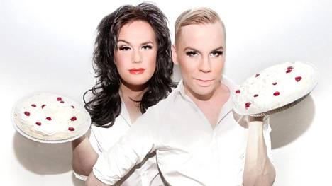 Cristal Snow ja Nikola aloittivat ToosaTV:n ISTV:ssä 7. maaliskuuta 2011.