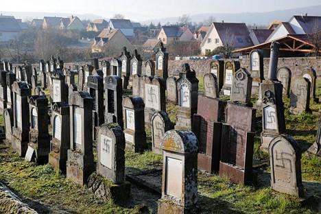 Westhoffenin juutalaisten hautausmaalla on noin 700 hautaa. Hautausmaa on myös Ranskan ensimmäisen juutalaisen pääministerin viimeinen leposija.