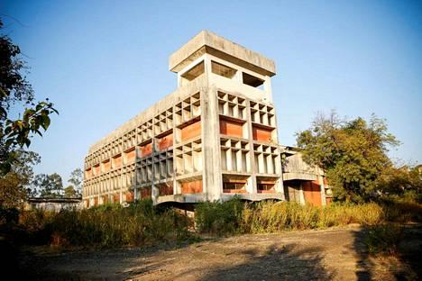 Yhdysvaltalaisen Union Carbide -yhtiön tehtaan rauniot Intian Bhopalissa.