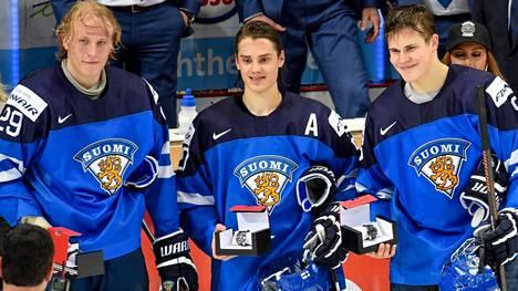 Paholaine eli Patrik Laine (vas.), Sebastian Aho ja Jesse Puljujärvi kylvi aikoinaan tuhoa nuorten MM-kisoissa.