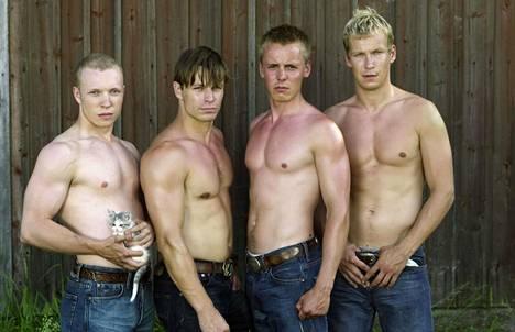 Aleksi Mäkelän ohjaama Pahat pojat -elokuva nousi valtavaan suosioon. Elokuvan päärooleissa nähtiin Lauri Nurkse, Peter Franzén, Jasper Pääkkönen ja Niko Saarela.