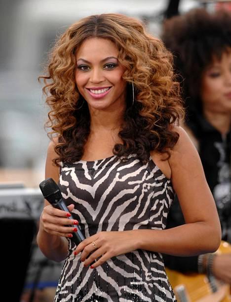 Beyoncé kokeili kiharrettua permislookia aiemmin tänä vuonna.