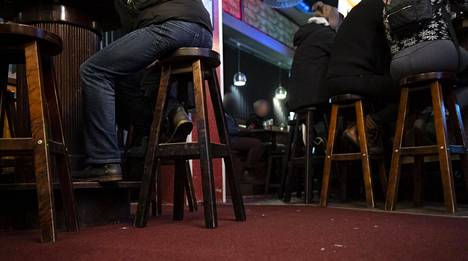 Ravintoloiden rajoituksia purettiin Pohjois-Pohjanmaalla perjantaina 9. huhtikuuta.