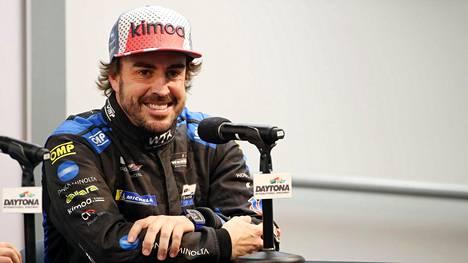 Fernando Alonso on pyörtämässä puheensa – autojätti puuhaa espanjalaistähdelle yllättävää pestiä