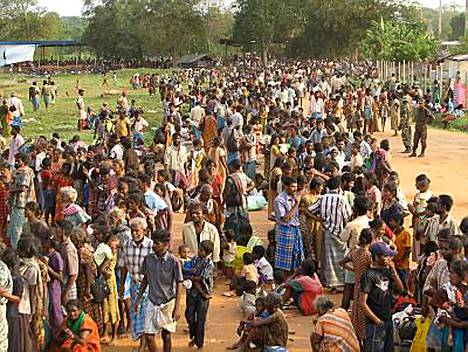 Tamili-sissien viimeiseltä tukialueelta pois päässeet siviilit ovat kerääntyneet Omanthain kaupunkiin noin 270 kilometrin päähän Colombosta.