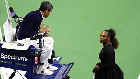 Serena Williamsin varkaaksi syyttämä tuomari saa tukea tennisliitolta