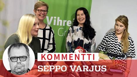 Vanhempainvapaalle jäävä Maria Ohisalo, sisäministeriksi nouseva Krista Mikkonen, ympäristö- ja ilmastoministeriksi nouseva Emma Kari ja puheenjohtajaksi nouseva Iiris Suomela vihreiden kokouksen jälkeen maanantaina.