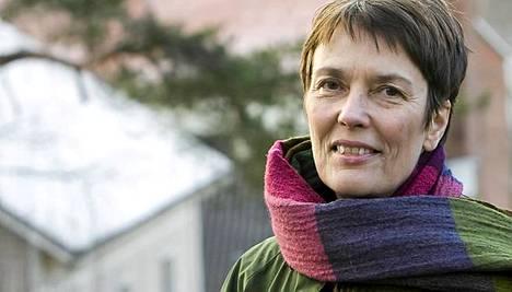 Satu Hassi allekirjoitti lakiehdotuksen, jonka myötä ulkomaalaisten kiinteistökaupat Suomessa sallittiin.