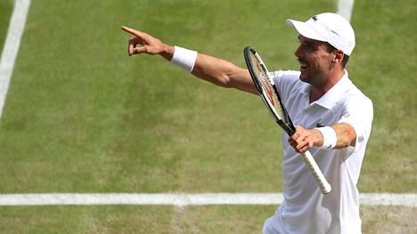 Roberto Bautista Agut voitti Wimbledonin puolivälierissä Argentiinan Guido Pellan.