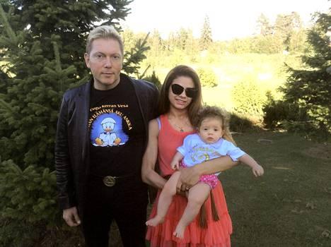 Vesalla ja Janen esikoistytär syntyi vuonna 2013 Janen kotimaassa Brasiliassa.