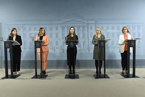 Hallitus on saanut kiitosta toimistaan myös Suomessa. Kriisi on siivittänyt myös pääministeripuolue sdp:n kannatuksen uuteen nousuun.