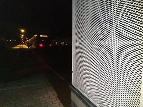 Raide 5 sijaitsee Hiekkaharjun aseman eteläpäädyssä.