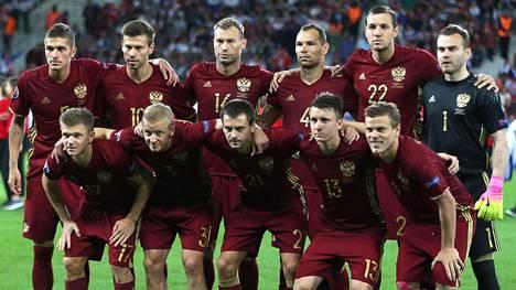 Venäjän jalkapallomaajoukkue haluaa muistaa Säämäjärven onnettomuuden uhreja maanantai-illan ottelussa Walesia vastaan.