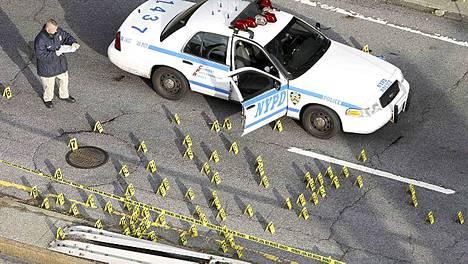 Hylsyjä riitti rikospaikalla.