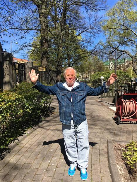 Ristomatti Ratia juhlisti pienimuotoisesti 79-vuotissyntymäpäiviään.